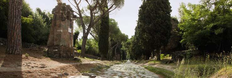 L'Appia Antica e l'eclissi di Luna. Passeggiata serale dal Mausoleo di Cecilia Metella a via Erode Attico.