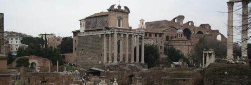 La chiesa cristiana e il tempio pagano, un'affascinante convivenza: San Lorenzo in Miranda al Tempio di Antonino e Faustina